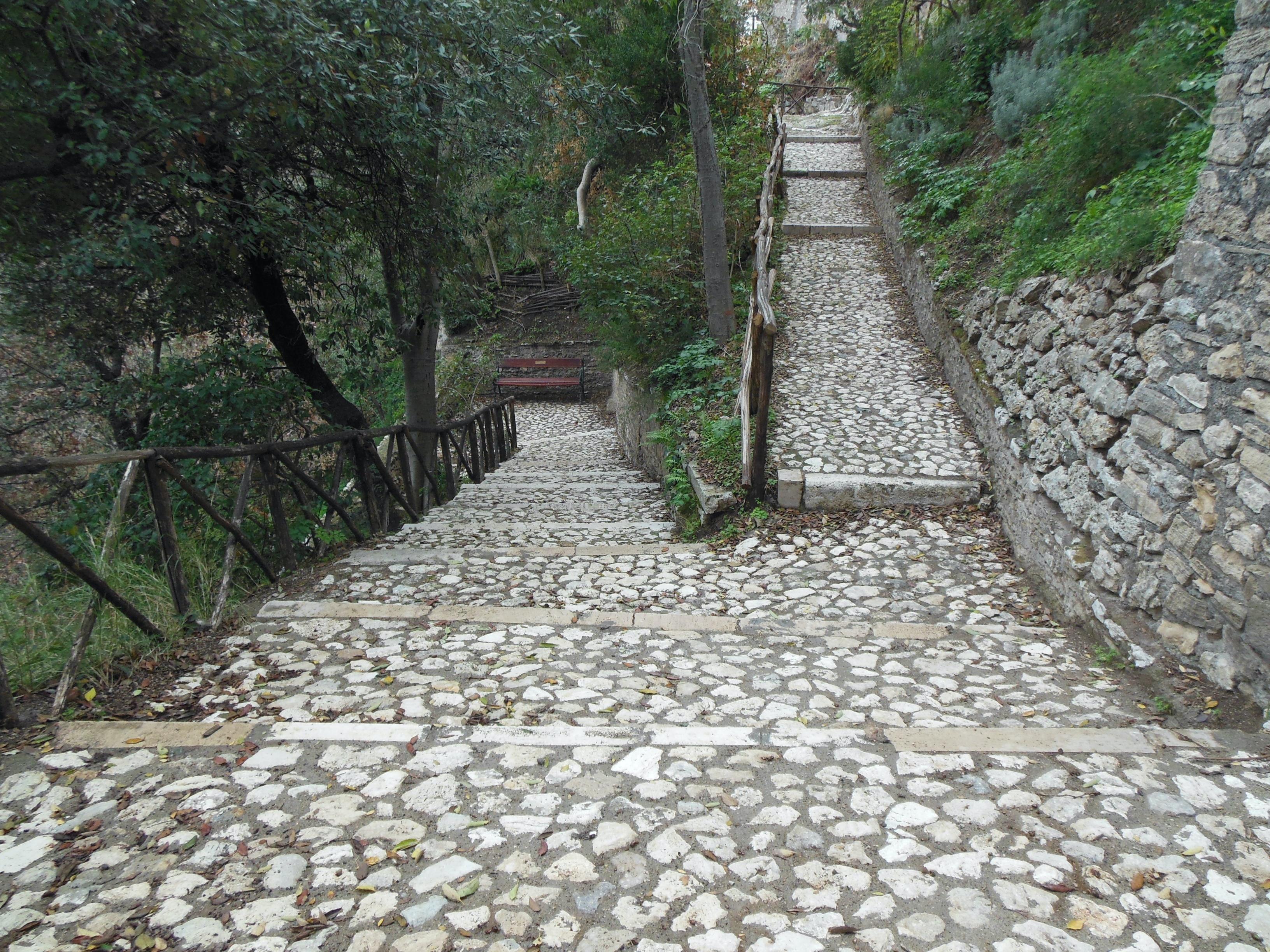 Interventi ai sentieri di Parco Villa Gregoriana
