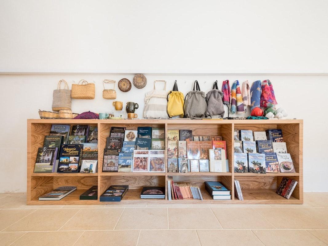 Il negozio dell'Abbazia di Cerrate | Ph. Filippo Poli © FAI