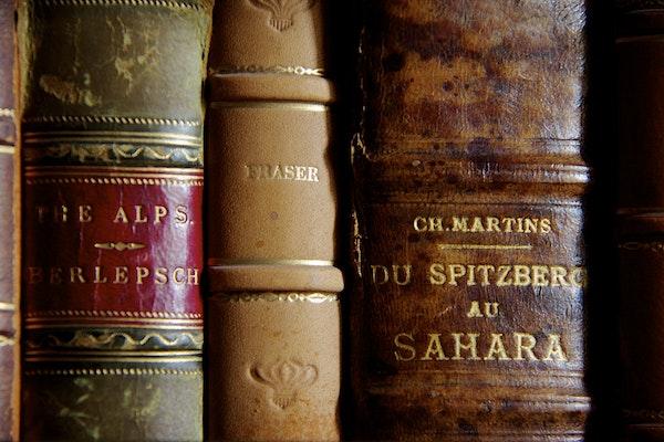 Un dettaglio della biblioteca di Guido Monzino a Villa del Balbianello, Tramezzina (CO)
