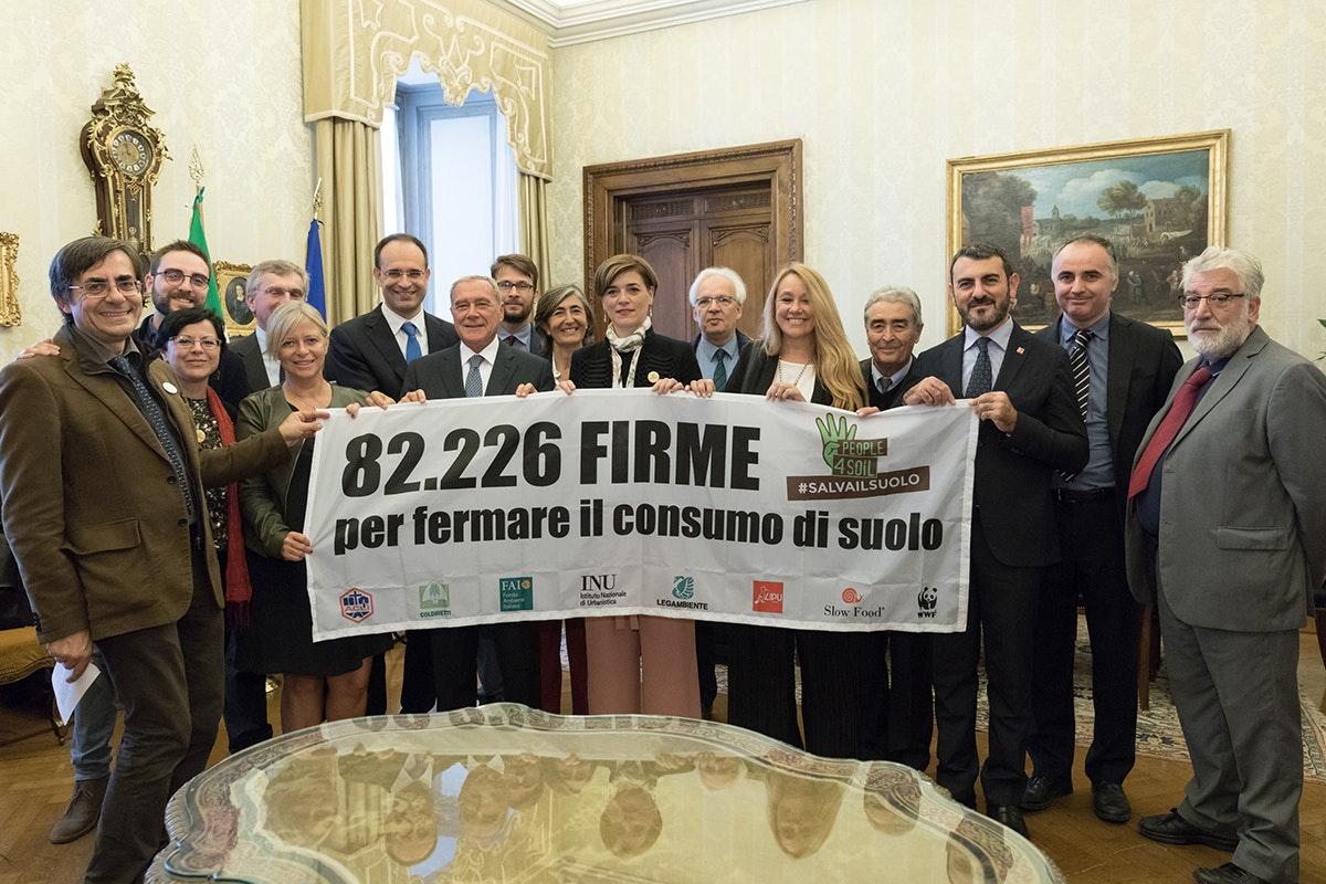 #salvailsuolo: 82.000 firme raccolte!